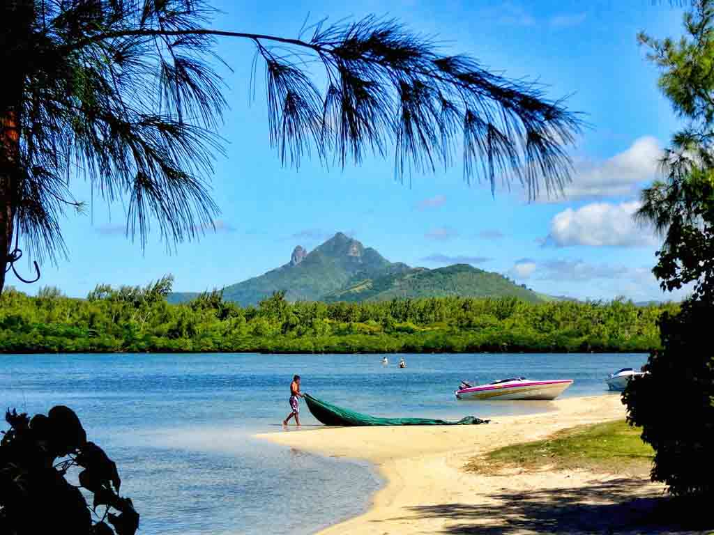 Amberlair Crowdsourced Crowdfunded Boutique Hotel - Meet travel blogger Suze of Luxury Columnist in Mauritius at Fisherman Beach #boholover